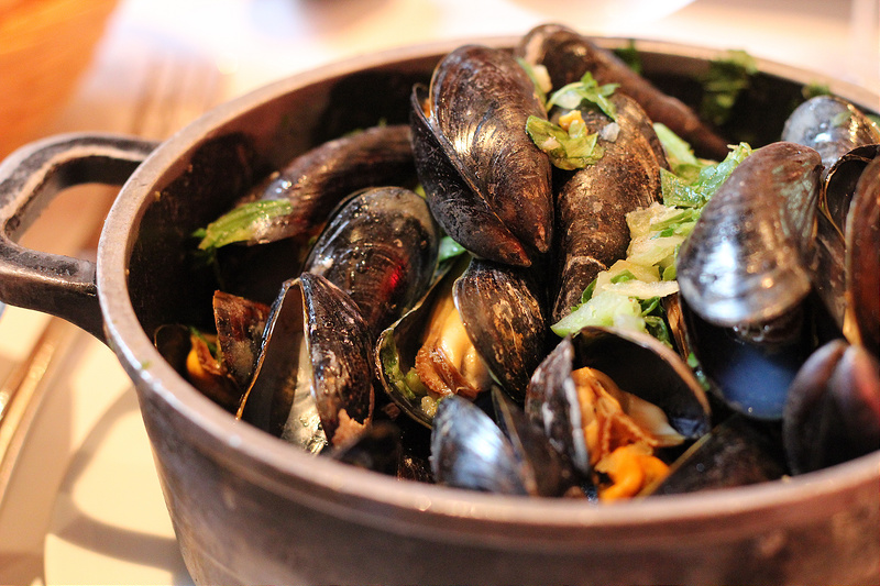 Moules (mussels) in Belgium - Photo by Cyrill Perrin