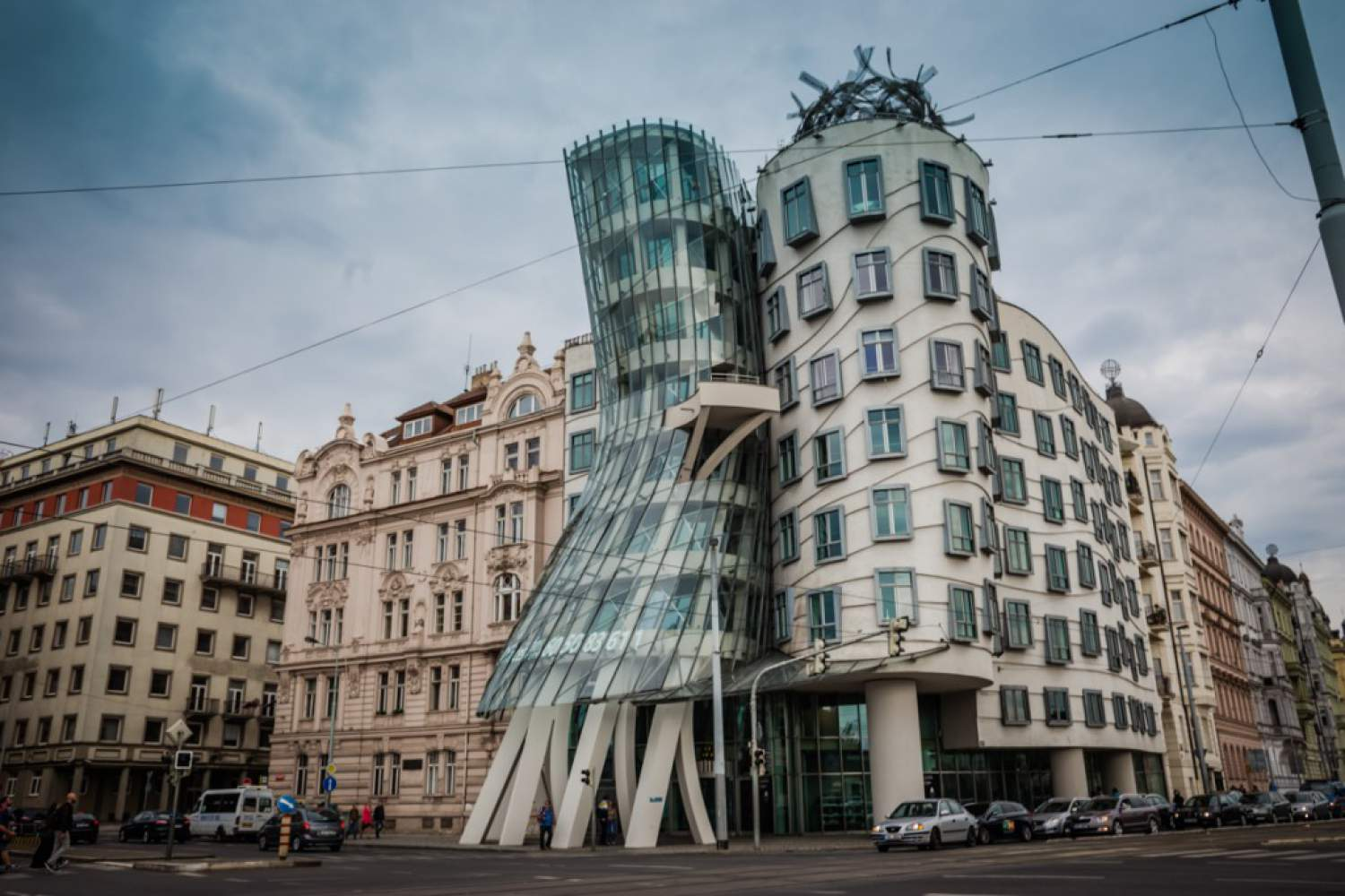 The dancing house get to be seen in the tramway, Prague
