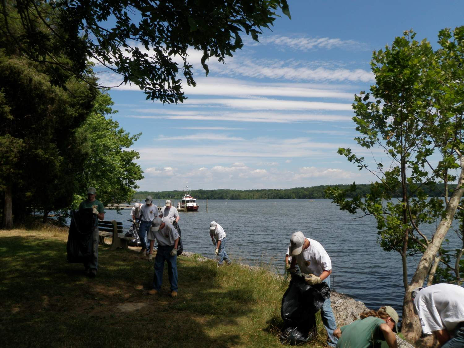 Volunteers cleaning the surroundings of the lake