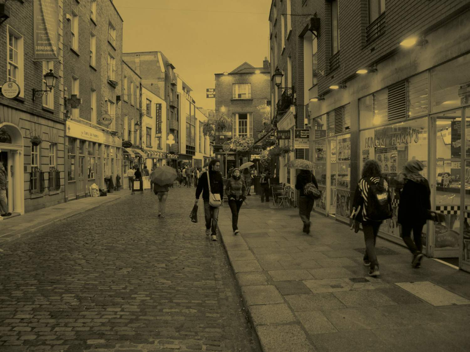 Historic pubs in Dublin - Temple Bar with some of the best historic pubs in Dublin