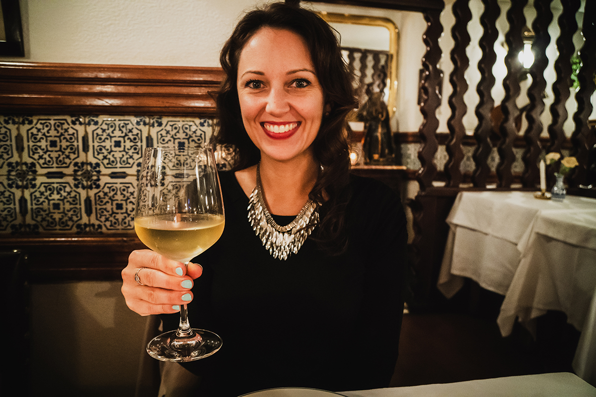 lisbon_portugal_fado_music_wine_smile_portrait_restaurant