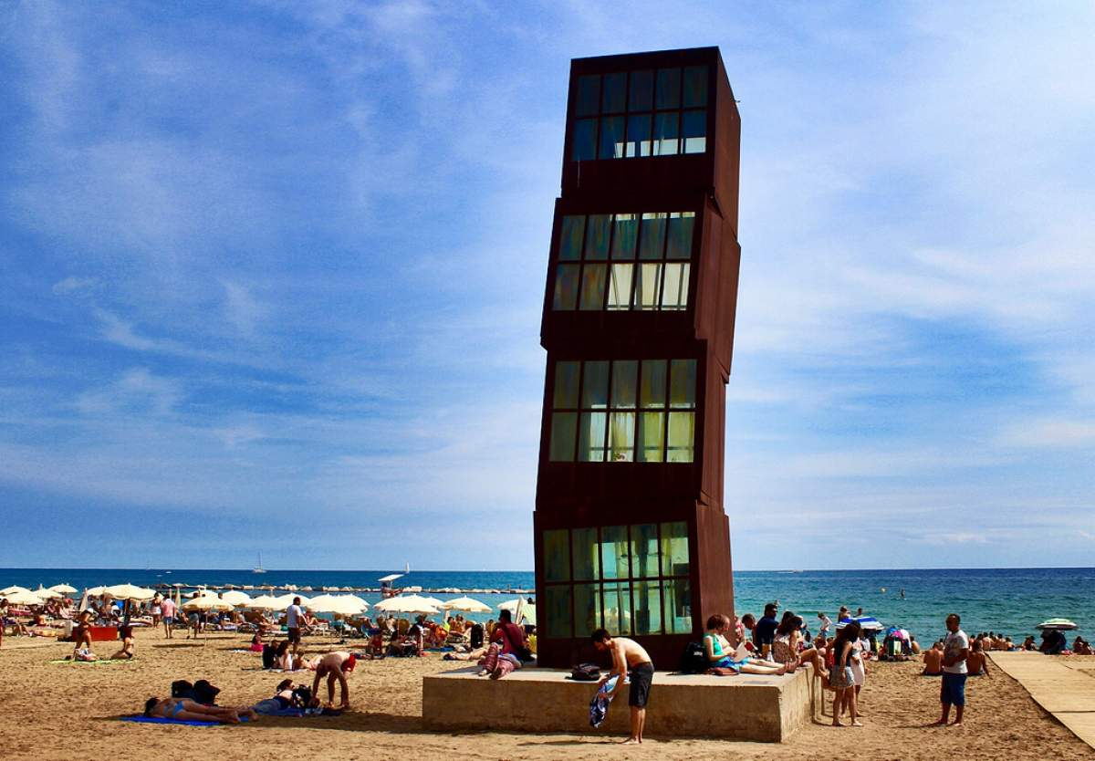 Estel Ferit sculpture in Barcelona