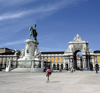 Square Praca do Comercio in Lisbon